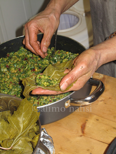 mariam khanum stuffing vine leaves