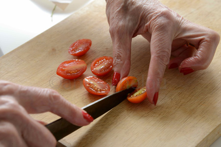 balluneh-mom cutting cherry tomatoes copy