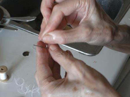 dole' mehshi-threading needle copy