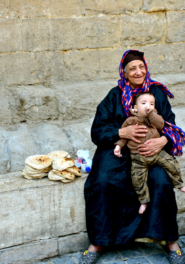cairo-old woman-grandson & bread copy