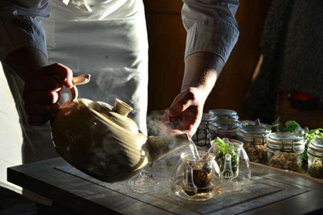 faviken-magnus pouring tisane 2 copy