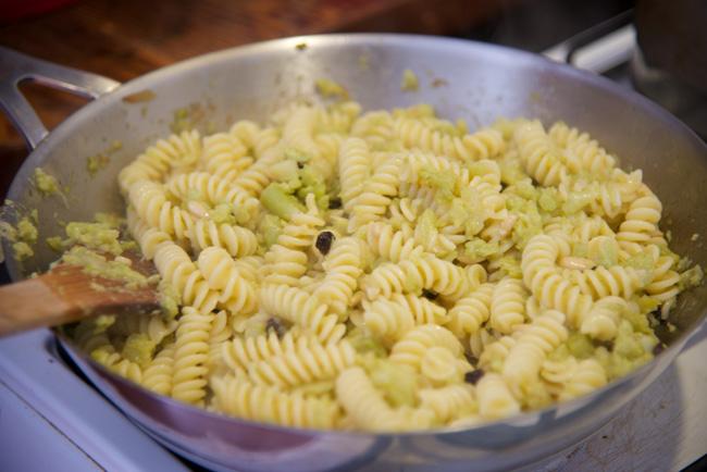 adding the pasta to the cauliflower 1