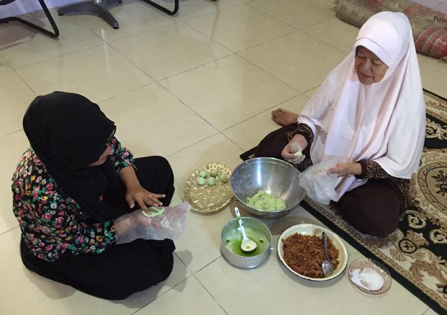 mita & her mother making onde onde copy
